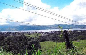 The property, with much buildable area and some forest, overlooks the town of Nuevo Arenal as well as Lake Arenal.