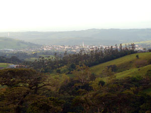 Tilaran is a hilltop town yet it's well below Monsenor and this fine acreage.