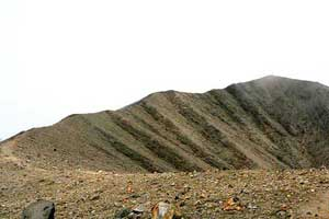 The cone of the dormant volcano can be reached in a day hike.