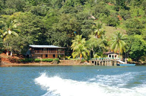Finca Florida has a lodge and dock on the southern side of the Rio Sierpe nt far from the ocean.
