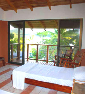 The attractive cabina rooms are beautiful tropical quarters.