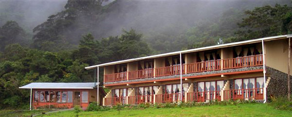 The 10-room hotel and restaurant stands next to the Monteverde Cloud Forest and has beautiful views over the Gult of Nicoya.