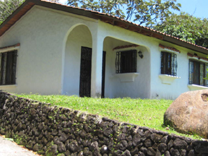 The Spanish colonial style home is located a few miles beside the lake highway a few miles north of Nuevo Arenal.