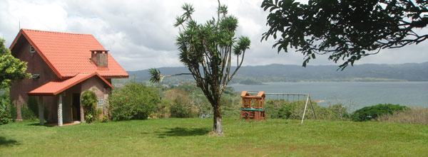 The cottage is a brilliant vacxation retreat on its 1.3 landscaped acres closely overlooking Lake Arenal.