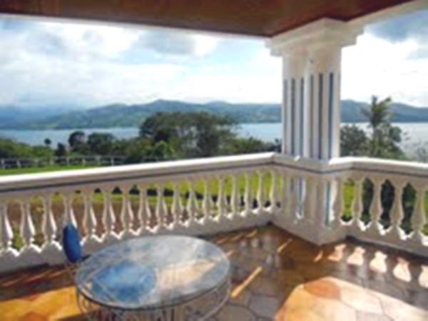 The second-floor balcony of course has fantastic limitless vistas.