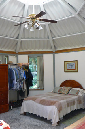 The guest cottage is bright and roomy, and not only has a large fan but also is airconditioned.
