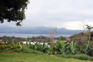 Located within the town of Nuevo Arenal, it still has fine views of the lake and Arenal Volcano.