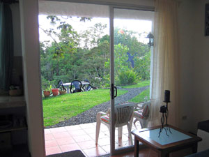 The cabina's large windows have views of beautiful landscapping and thick forest.