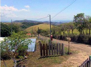 The home is located about 400 yards up a good secondary road from the paved road between Tilaran and Quebrada Grande.