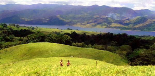 The half-acre lot has beautiful wide views of sinuous Lake Arenal and the fascinating hill and ountain terrain.