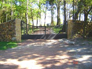 The gated entrance to El Bosque.