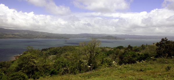 The lake view extend from the absolute northern end for miles to the south, inlcuding the opposing villages of Rio Piedras and Aguacate as well as the town of Nuevo Arenal.