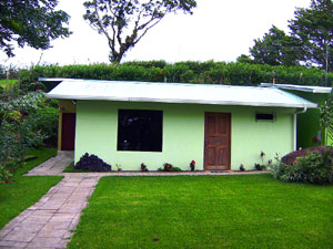 The 2 bedroom cabina is located on landscaped grounds along with the owner's home and a large workshop.
