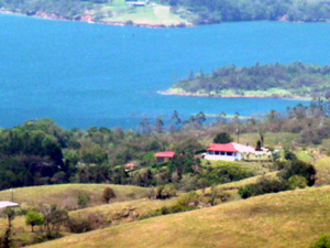 The house is on a high lakeview promontory above the lake highway 10 minutes from Nuevo Arenal.